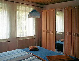 Schlafzimmer - Ferienwohnung in Dresden / Weixdorf mit Bad/WC, Fernseher und Radio